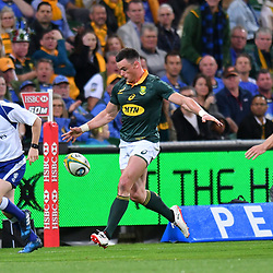 Jesse Kriel of South Africa kicks through and runs on to score a try