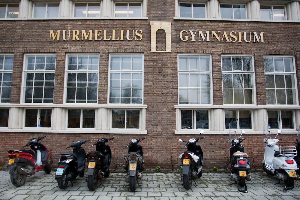 Scooters voor het Murmellius Gymnasium in Alkmaar.<br /> <br /> Scooters in front of the Murmellius Gymnasium, a high school, in Alkmaar.