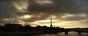 Paris January 29, 2007 - Sunset at  Eiffel Tower across the seine REPORTERS©Jean-Michel Clajot