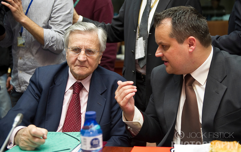 Jean-Claude Trichet, president of the European Central Bank, left, speaks with Jan Kees De Jager, the Netherlands's finance minister, during the meeting of European Union finance ministers in Brussels, Belgium, on Tuesday, May 18, 2010. (Photo © Jock Fistick)