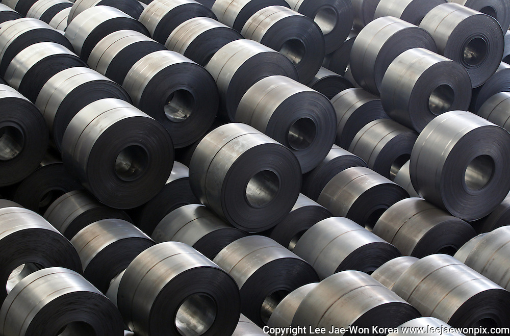 Rolled steel are seen at a Hyundai Steel plant in Dangjin, about 130 km (81 miles) southwest of Seoul June 15, 2011.  /Lee Jae-Won