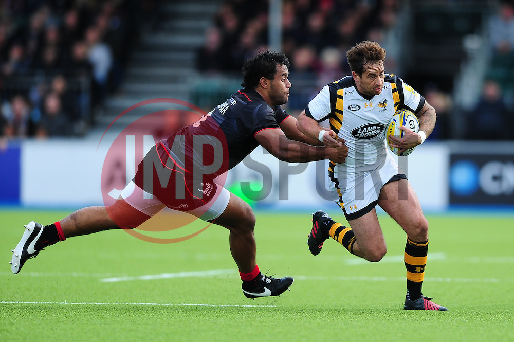 Danny Cipriani of Wasps gets past Billy Vunipola of Saracens - Mandatory byline: Patrick Khachfe/JMP - 07966 386802 - 09/10/2016 - RUGBY UNION - Allianz Park - London, England - Saracens v Wasps - Aviva Premiership.