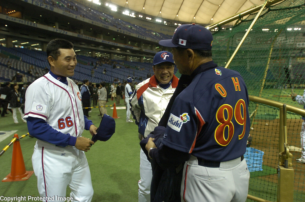 Team Chinese Taipei manager Hua-Wei Lin (center) smiles upon meeting Team Japan's manager Sadaharu Oh before the start of Game 4 of the World Baseball Classic at Tokyo Dome, Tokyo, Japan. Standing to the left is Chinese Taipei hitting coach Ming-Tsu Lu, a former player of Oh's Yomiuri Giants in the 80's.