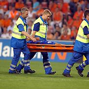 NLD/Eindhoven/20050907 - WK kwaificatiewedstrijd Nederland - Andorra, Fernando Silva word afgevoerd op een brancard