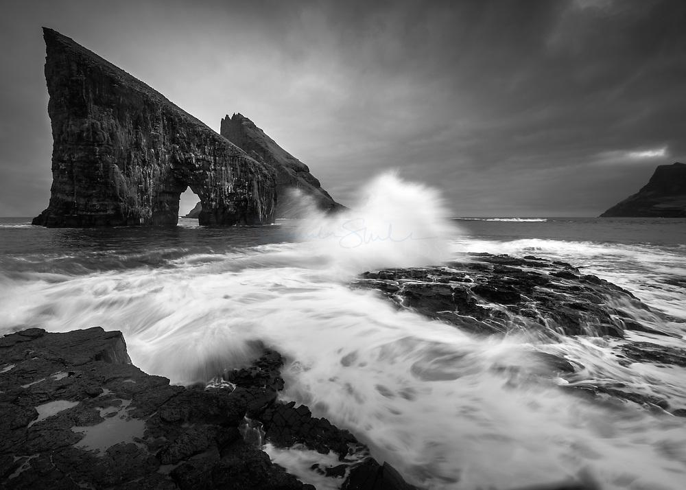 Drangarnir and Tindhólmur, Sørvágsfjørður fjord, Vágoy, Faroe Islands.
