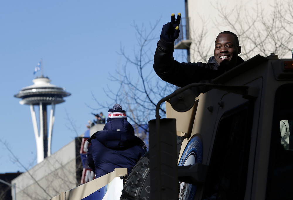 Seahawks' Tarvaris Jackson rides in the Super Bowl victory parade for the Seattle Seahawks in Seattle, Washington February 5, 2014. Up to 500,000 Seattle Seahawks fans were expected to brave sub-freezing temperatures to celebrate the football team's first Super Bowl title at a parade set to wind through the city's downtown on Wednesday.  REUTERS/Jason Redmond  (UNITED STATES)
