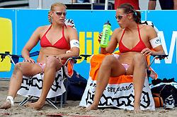 18-062005 BEACHVOLLEYBAL: NESSELANDE TOERNOOI: ROTTERDAM<br /> De zeer zonnige derde ronde van de Eredivisie Beach Volleyball op het strand aan de Zevenhuizerplas te Rotterdam-Nesselande leverde geen verrassingen op / <br /> Rebekka Kadijk en Merel Mooren<br /> ©2005-WWW.FOTOHOOGENDOORN.NL