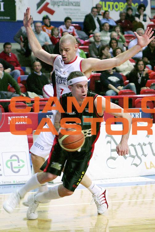 DESCRIZIONE : Montecatini Lega A2 2005-06 Agricola Gloria RB Montecatini Terme Edimes Pallacanestro Pavia<br /> GIOCATORE : Hoover<br /> SQUADRA : Edimes Pallacanestro Pavia<br /> EVENTO : Campionato Lega A2 2005-2006<br /> GARA : Agricola Gloria RB Montecatini Terme Edimes Pallacanestro Pavia<br /> DATA : 02/04/2006<br /> CATEGORIA : Penetrazione<br /> SPORT : Pallacanestro<br /> AUTORE : Agenzia Ciamillo-Castoria/Stefano D'Errico