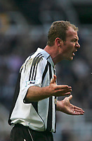 Photo: Andrew Unwin.<br />Newcastle United v Bolton Wanderers. The Barclays Premiership. 04/03/2006.<br />Newcastle's captain, Alan Shearer, argues with the referee, Alan Wiley.
