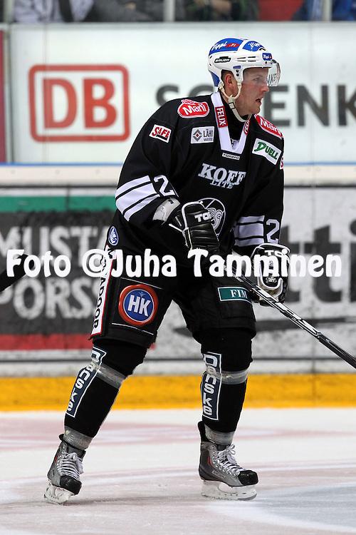 16.09.2010, Turkuhalli, Turku..J??kiekon SM-liiga 2010-11..TPS - HPK..Markus Palmroth - TPS..©Juha Tamminen.