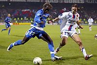 Fotball<br /> Frankrike 2004/05<br /> Lyon v Auxerre<br /> 27. november 2004<br /> Foto: Digitalsport<br /> NORWAY ONLY<br /> BACARY SAGNA (AUX) / JEREMY BERTHOD (LYON)