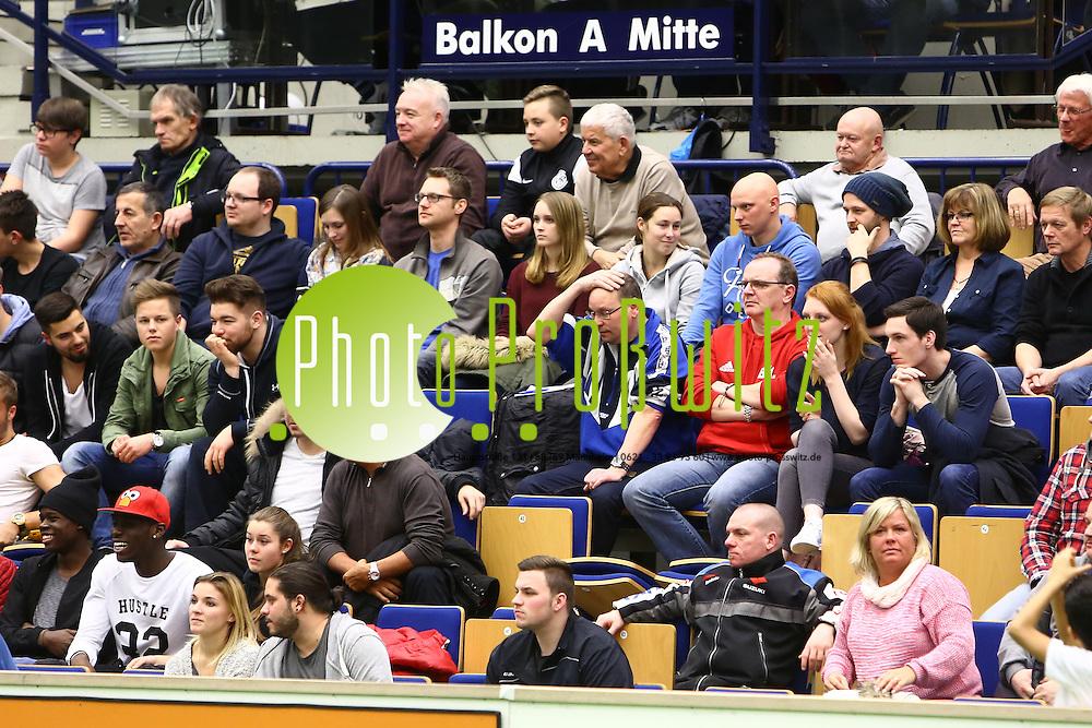 Ludwigshafen. 17.01.16 Eberthalle. Fussball Stadtmeisterschaft 2016. Im Finale:<br /> FC Arminia (schw) gegen SV Ruchheim (weiss) gewinnt Arminia nach Verl&auml;ngerung im Neun Meter schie&szlig;en nur knapp.<br /> <br /> Bild: Markus Pro&szlig;witz 17JAN16 /masterpress