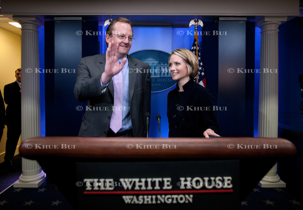 White House Press Secretary Dana Perino, right, introduces incoming Press Secretary Robert Gibbs to journalists Wednesday, January 7, 2009...Photo by Khue Bui