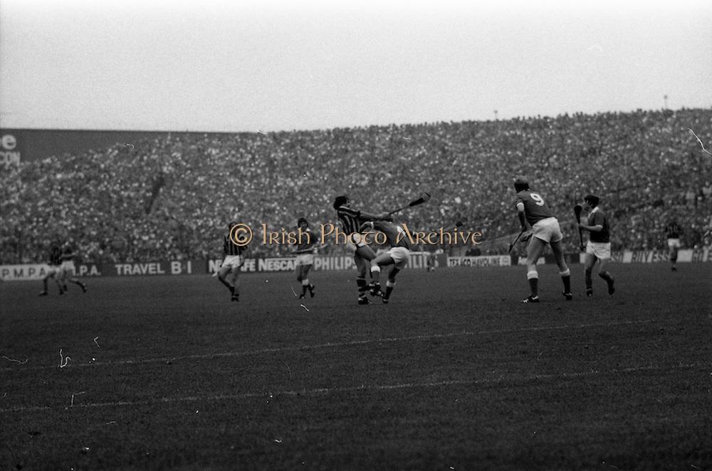 05/09/1982<br /> 09/05/1982<br /> 5 September 1982<br /> All-Ireland Hurling Final: Cork v Kilkenny at Croke Park, Dublin. <br /> Cork defender, John Blake, fails to stop Christy Heffernan from scoring the first point for Kilkenny.