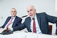 30 AUG 2016, BERLIN/GERMANY:<br /> Manfred Guellner (L), Geschaeftsfuehrer Forsa-Institut, und Ulrich Silberbach (R), dbb Bundesvorsitzender, Pressekonferenz des Deutschen Beamtenbundes, dbb, zur Vorstellung der &quot;dbb B&uuml;rgerbefragung &ouml;ffentlicher Dienst 2018&ldquo; von Forsa, dbb atrium<br /> IMAGE: 20180830-01-040<br /> KEYWORDS: Manfred G&uuml;llner