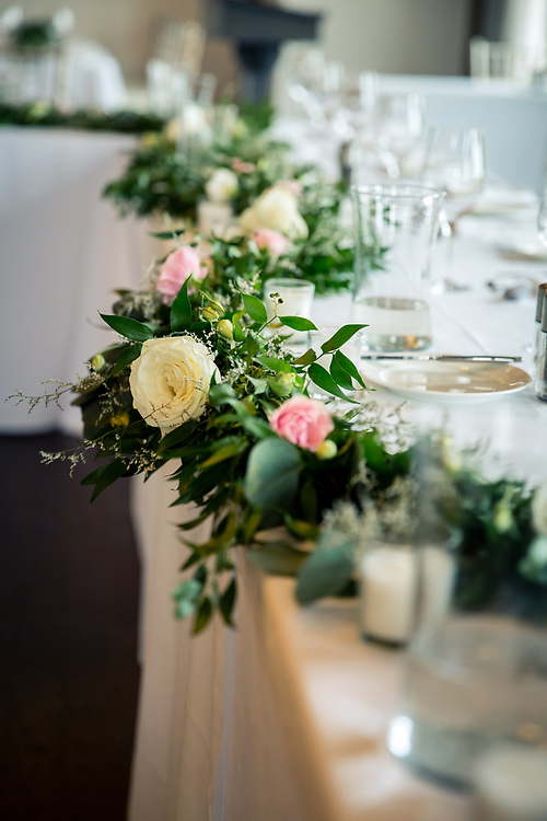 whistle bear rose room summer wedding maryanne and sam. Black Bedroom Furniture Sets. Home Design Ideas