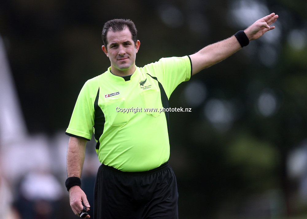 Referee Chris Kerr. 2016 Chatham Cup, Round Three, Manuaku City v Bay Olympic, Walter Massey Park Auckland, Saturday 25th June 2016. Photo: Shane Wenzlick / www.phototek.nz