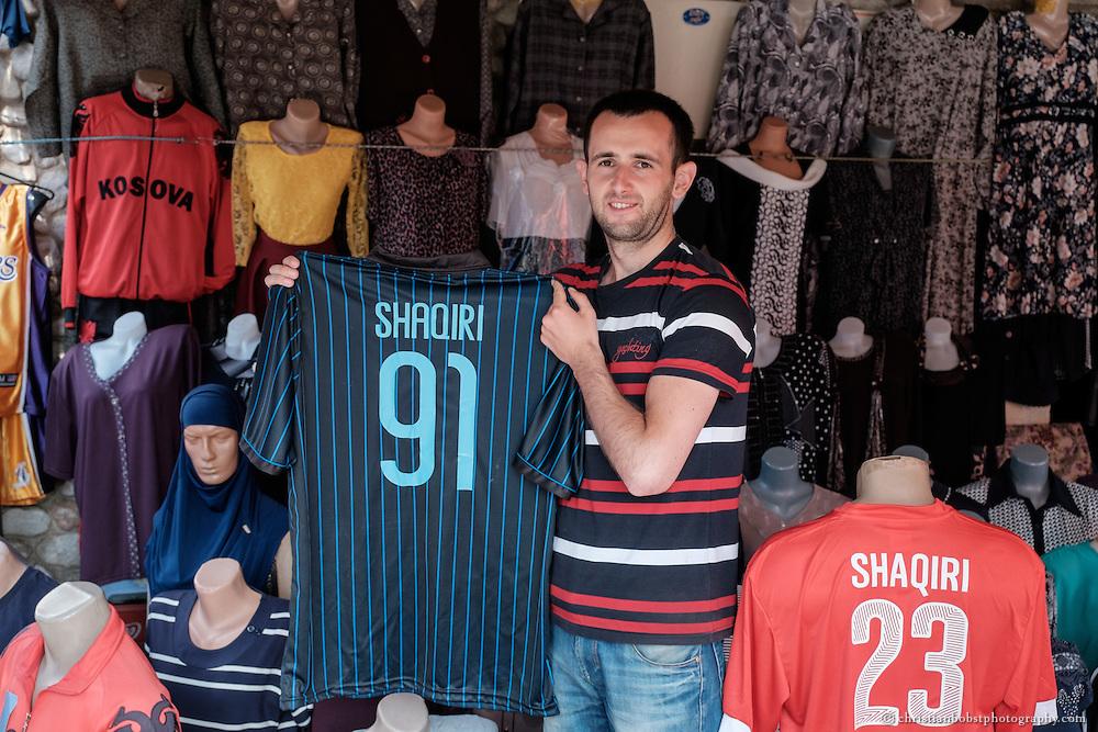 Arlind Gashis Traum: sich eines Tages zum Journalisten weiterbilden zu können und in die Medien-Abteilung von Kujtesa zu wechseln. Als Sportreporter würde er gerne die Tore seines Idols Xherdan Shaqiri kommentieren.