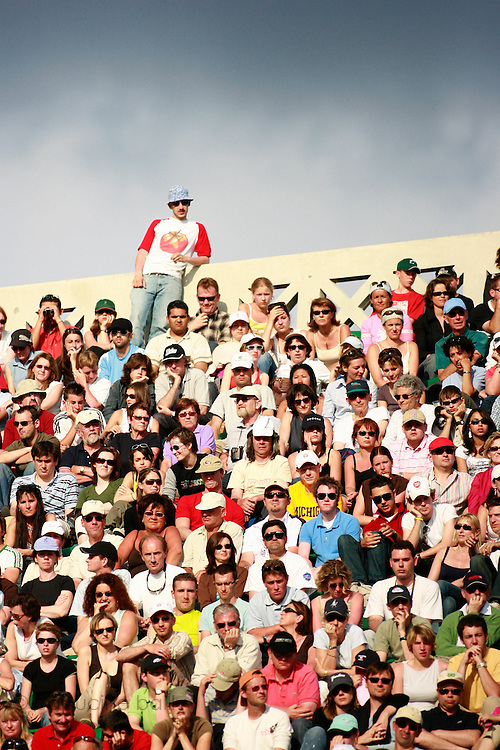 Roland Garros. Paris, France. June 4th 2006..The audience during the game opposing Amelie Mauresmo and Nicole Vaidisova.