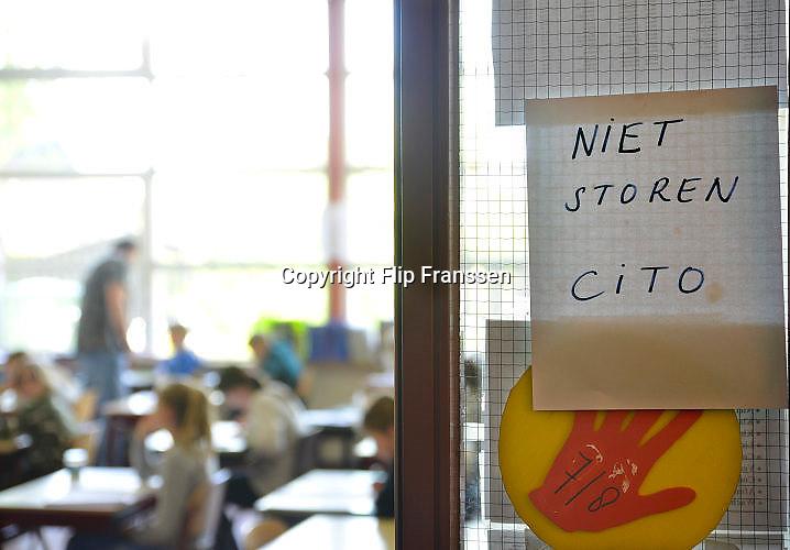 Nederland, Beuningen, 19-4-2017Leerlingen van groep 8 van een basisschool maken de cito toets.Foto: Flip Franssen