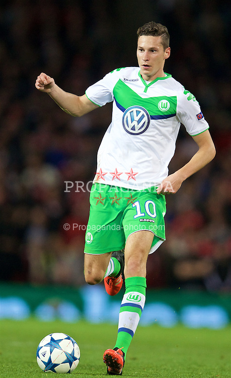 MANCHESTER, ENGLAND - Wednesday, September 30, 2015: VfL Wolfsburg's Julian Draxler in action against Manchester United during the UEFA Champions League Group B match at Old Trafford. (Pic by David Rawcliffe/Propaganda)
