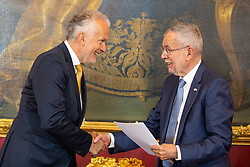 28.05.2019, Praesidentschaftskanzlei, Wien, AUT, Angelobung des interimistischen Bundeskanzler Hartwig Loeger und der Uebergangsregierung durch den Bundespräsidenten, im Bild v. l. Josef Moser (OeVP), Bundespraesident Alexander van der Bellen// during commendation of the interim Chancellor Hartwig Loeger and the transitional government by the Federal President at the Federal Presidents Office in Vienna, Austria on 2019/05/27, EXPA Pictures © 2019, PhotoCredit: EXPA/ Florian Schroetter