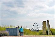 Nederland, Nijmegen, Oosterhout, 25-6-2015Monument ter herinnering van de oversteek door Amerikaanse militairen van de Waal bij Nijmegen in W.O. II, waarbij de Waalbrug werd veroverd als onderdeel van operatie Market Garden. 2e wereldoorlog. Dit is ook de plek waar de tweede stadsbrug, brug, uitkomt, gebouwd door de aannemers BAM Civiel B.V. en Max Bogl Nederland B.V. Die verbindt de vinexwijk in Lent en Oosterhout met de stad. Foto: Flip Franssen/Hollandse Hoogte