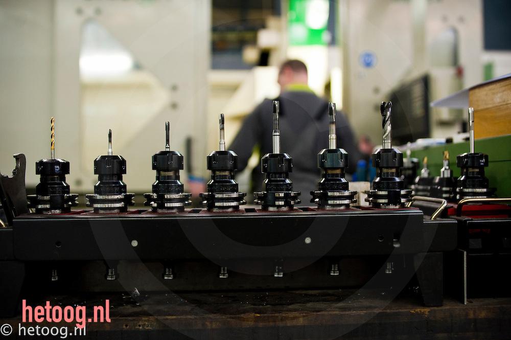 Nederland, Lochem,01feb2011 frezen opgesteld in slagorde bij werkbankfabrikant SAFAN