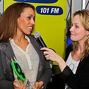 NLD/Naarden/20120307 - Uitriking Sky Radio Powervouwen Awards 2012, Marlayne Sahupala met Glennis Grace