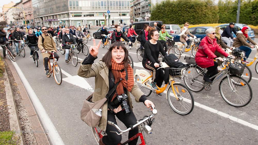 Bicilettata organizzata da Associazione Aisha, donne mussulmane, via Palmanova-Corso Venezia, Milano. Zoe Vincenti fotografa