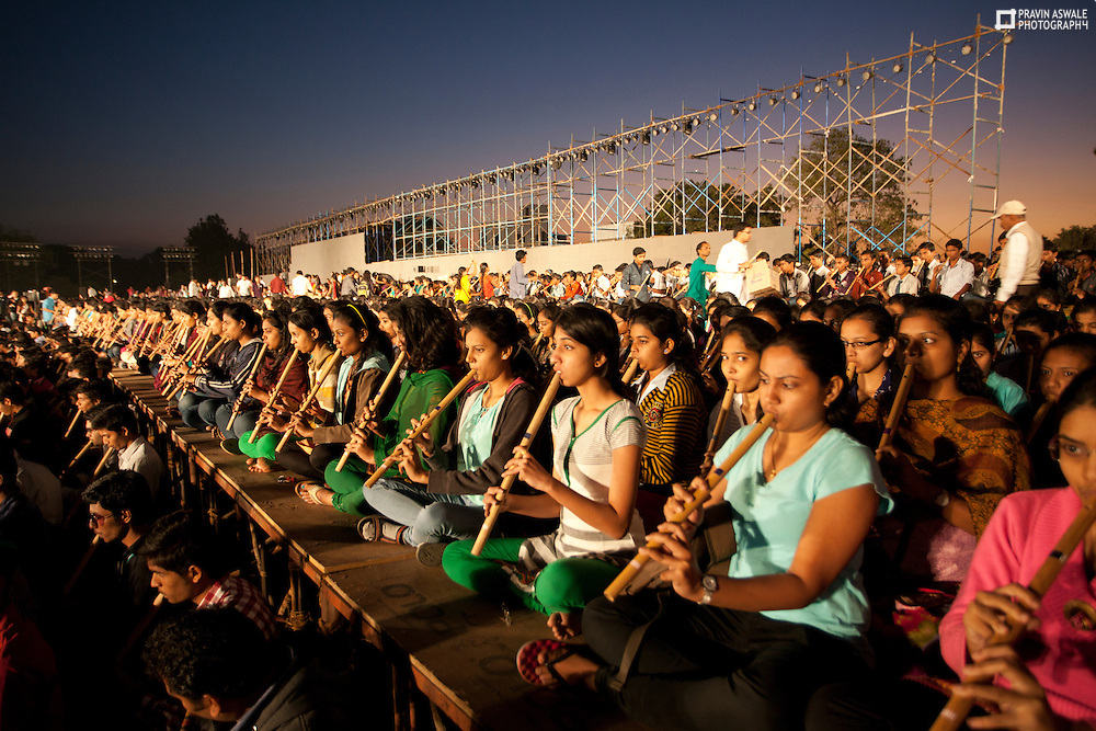 ART OF LIVING DEVOTEES PREPARTING FOR WORLD RECORD 4000 FLUITIST PLAYING FLUITE AT A TIME. FIRST OF ITS KING EVENT IN THE UNIVERSE. GIRLS PLAYING FLU IT PRACTICE