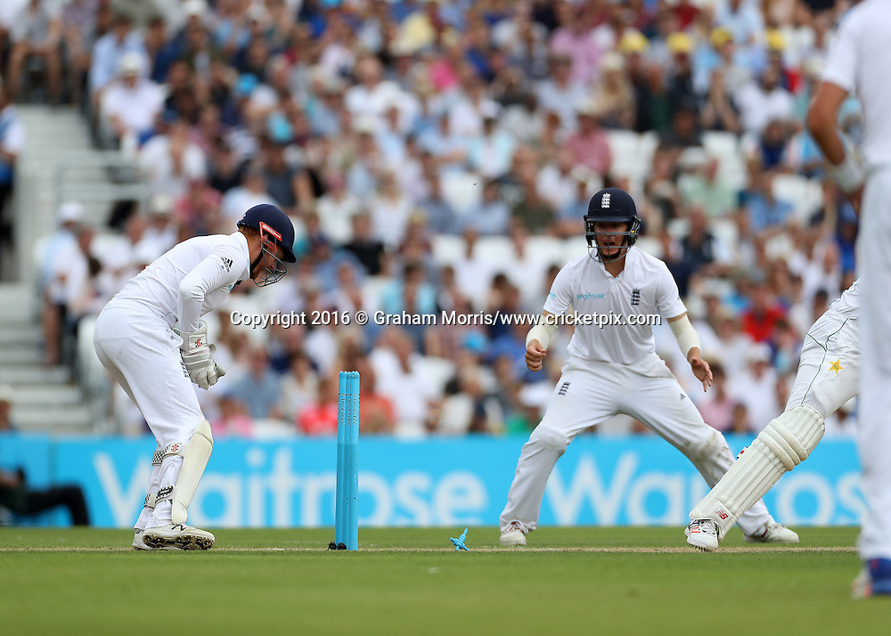 Wicket keeper Jonny Bairstow stumps Wahab Riaz off the bowling of Moeen Ali during the 4th Investec Test Match between England and Pakistan at the Kia Oval. Photo: Graham Morris/www.cricketpix.com (Tel:+44(0)20 8969 4192; Email: graham@cricketpix.com) 13/08/2016