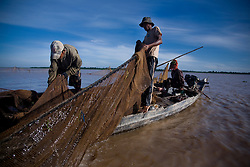 May 21, 2009 - Kampong Chhnang, Cambodia. Illegal fishermen on the Tonle Sap. © Nicolas Axelrod / Ruom