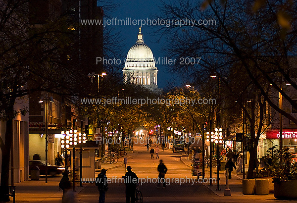 The illuminated dome of the Wisconsin State Capitol glows while silhouetted people walk along State Street, a pedestrian mall, as dusk falls over downtown Madison, Wis., on Oct. 12, 2007..Photo © Jeff Miller 2007 - all rights reserved.www.jeffmillerphotography.com  ?  608-250-2374.Date: 10/07   File#: NIKON D200 digital camera frame 4159
