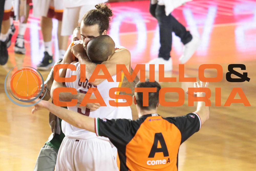 DESCRIZIONE : Roma Lega A 2012-2013 Acea Roma Lenovo Cantu playoff semifinale gara 1<br /> GIOCATORE : Goss Phil<br /> CATEGORIA : curiosita esultanza<br /> SQUADRA : Acea Roma<br /> EVENTO : Campionato Lega A 2012-2013 playoff semifinale gara 1<br /> GARA : Acea Roma Lenovo Cantu<br /> DATA : 24/05/2013<br /> SPORT : Pallacanestro <br /> AUTORE : Agenzia Ciamillo-Castoria/M.Simoni<br /> Galleria : Lega Basket A 2012-2013  <br /> Fotonotizia : Roma Lega A 2012-2013 Acea Roma Lenovo Cantu playoff semifinale gara 1<br /> Predefinita :