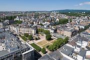 Blick auf Wiesbaden Innenstadt, Kranzplatz, Kochbrunnen, Wiesbaden, Hessen, Deutschland | view of city of Wiesbaden, Kranzplatz, Kochbrunnen, Wiesbaden, Hesse, Germany