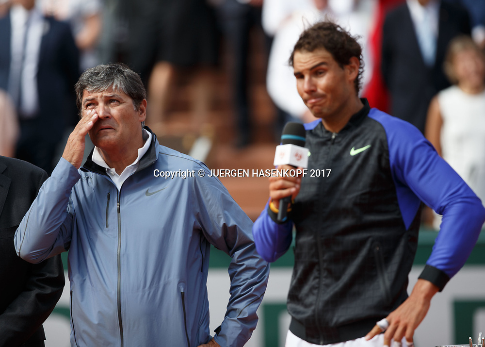Toni Nadal und RAFAEL NADAL (ESP), Siegerehrung, Praesentation.Emotion<br /> <br /> Tennis - French Open 2017 - Grand Slam / ATP / WTA / ITF -  Roland Garros - Paris -  - France  - 11 June 2017.