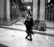 Roma.Ballerini di tango alle galleria Colonna.Tango dancers to galleria Colonna