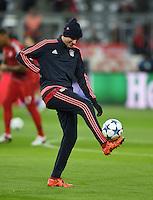 FUSSBALL CHAMPIONS LEAGUE SAISON 2015/2016 GRUPPENPHASE FC Bayern Muenchen  - Olympiakos Piraeus               24.11.2015 Thomas Mueller (FC Bayern Muenchen) am Ball beim Aufwaermen