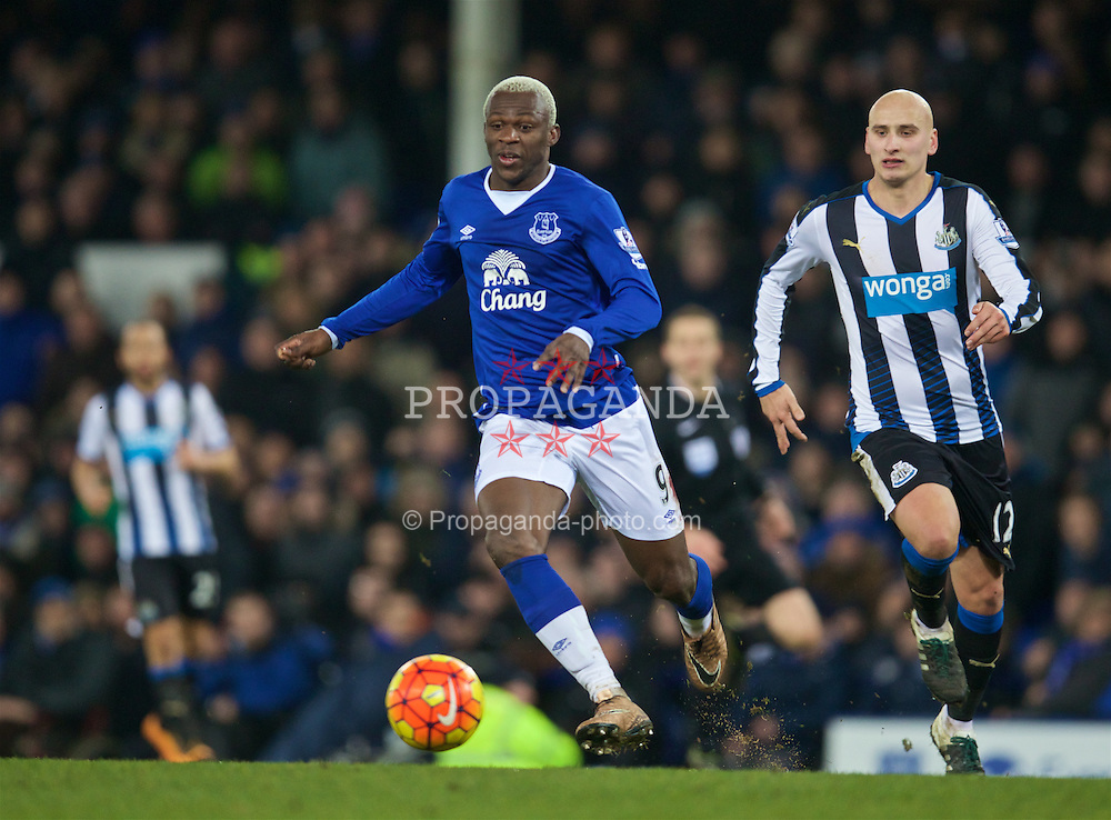 LIVERPOOL, ENGLAND - Wednesday, February 3, 2016: Everton's Arouna Kone in action against Newcastle United during the Premier League match at Goodison Park. (Pic by David Rawcliffe/Propaganda)