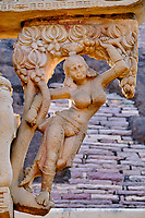 Inde, état du Madhya Pradesh, Sanchi, monuments bouddhiques classés Patrimoine mondial de l'UNESCO, le grand stupa, porte Est // India, Madhya Pradesh state, Sanchi, Buddhist monuments listed as World Heritage by UNESCO, the main stupa a 2200 year old Buddhist monument built by Emperor Ashoka, Unesco World Heritage, east door