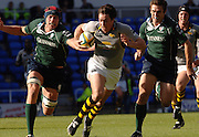 2005/06 Powergen Cup, London Irish vs London Wasps, right ~Exiles nick Kennedy, chasing down, Wasps Tom Voyce and right Scott Staniforth. Madejski Stadium, Reading,ENGLAND, 02.10.2005   © Peter Spurrier/Intersport Images - email images@intersport-images.com..