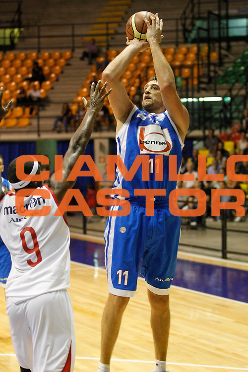 DESCRIZIONE : Desio Trofeo Lombardia Lega A 2011-12 Bennet Cantu Cimberio Varese<br /> GIOCATORE : Denis Marconato<br /> CATEGORIA : Tiro<br /> SQUADRA : Bennet Cantu <br /> EVENTO : Campionato Lega A 2011-2012<br /> GARA :  Bennet Cantu Cimberio Varese<br /> DATA : 25/09/2011<br /> SPORT : Pallacanestro<br /> AUTORE : Agenzia Ciamillo-Castoria/G.Cottini<br /> Galleria : Lega Basket A 2011-2012<br /> Fotonotizia : Desio Trofeo Lombardia Lega A 2011-12  Bennet Cantu Cimberio Varese<br /> Predefinita :