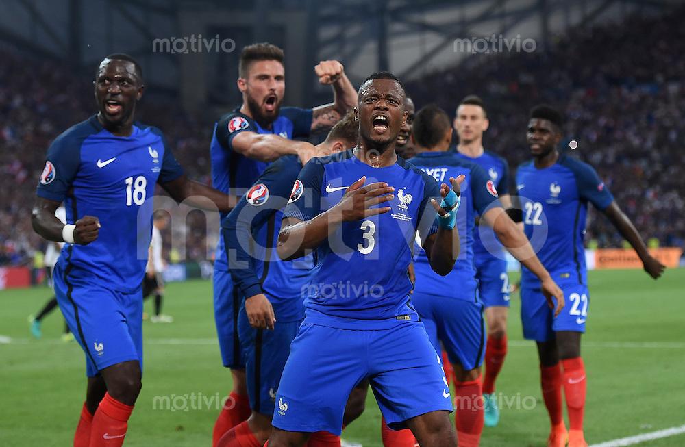 FUSSBALL EURO 2016 HALBFINALE IN MARSEILLE  Deutschland - Frankreich                 07.07.2016 Patrice Evra (Frankreich) jubelt nach dem Tor zum 0:1