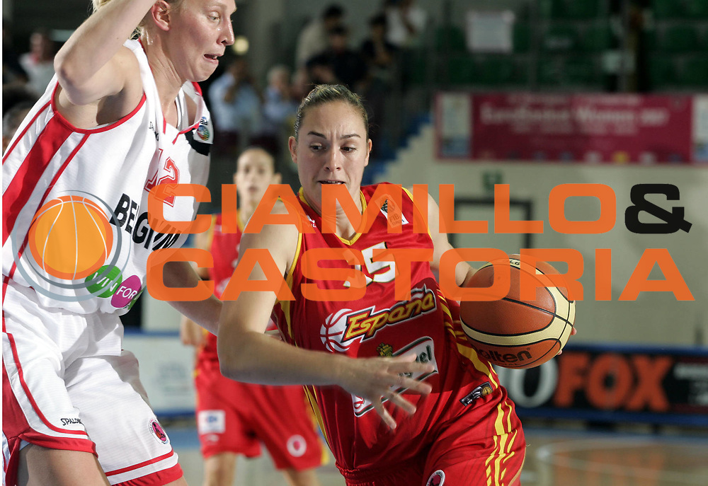 DESCRIZIONE : Chieti Italy Italia Eurobasket Women 2007 <br /> Quarti di finale Belgio Spagna Belgium Spain<br /> GIOCATORE : Marta Zurro<br /> SQUADRA : Spagna Spain<br /> EVENTO : Eurobasket Women 2007 Campionati Europei Donne 2007 <br /> GARA : Belgio Spagna Belgium Spain<br /> DATA : 05/10/2007 <br /> CATEGORIA : Palleggio<br /> SPORT : Pallacanestro <br /> AUTORE : Agenzia Ciamillo-Castoria/H.Bellenger<br /> Galleria : Eurobasket Women 2007 <br /> Fotonotizia : Chieti Italy Italia Eurobasket Women 2007 Quarti di finale Belgio Spagna Belgium Spain<br /> Predefinita :