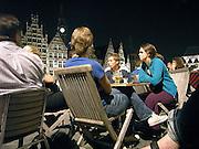 Belgie, Gent, 8-9-2005..Jongeren in de avond op een terras aan de korenlei..Foto: Flip Franssen/Hollandse Hoogte