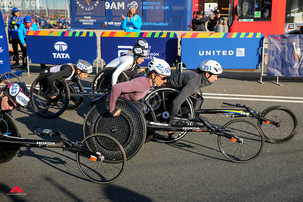 Manuela Schar, Tatyana McFadden start wheelchairs<br /> TCS New York City Marathon 2019