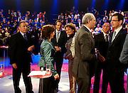 Na afloop van het debat praten de deelnemers na. De avond voor de verkiezingen van de Provinciale Staten wordt in een studio in Baarn nog een debat gevoerd. Het debat wordt door de oppositie gevoerd door de lijsttrekkers van de Tweede Kamer, de gedoogcoalitie vaardigt de lijsttrekkers van de Eerste Kamer af. Via de Provinciale Statenverkiezing wordt indirect ook de Eerste Kamer gekozen.<br /> <br /> The debaters are talking with each other at the end of the debate. The evening before the elections for the Dutch districts, who will choose the senators, the political leaders are debating for the television.