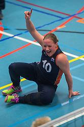 14-02-2016 NED: Nederland - Oekraine, Houten<br /> De Nederlandse paravolleybalsters speelde een vriendschappelijke wedstrijd tegen Europees kampioen Oekraïne. De equipe van bondscoach Pim Scherpenzeel bereidt zich tegen Oekraïne voor op het Paralympisch kwalificatietoernooi in China, dat in maart wordt gespeeld /  Fleur van Dam #10 of Nederland