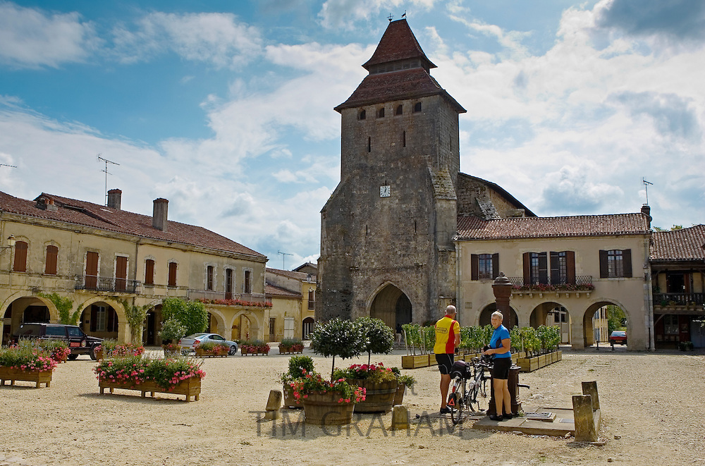 Retired couple English tourists on cycling holiday, Labastide d'Armagnac, France